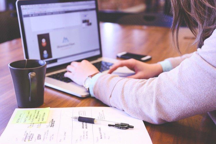 COVID-19: andare a scuola restando a casa. Un modo per debellare lo stress cronico?