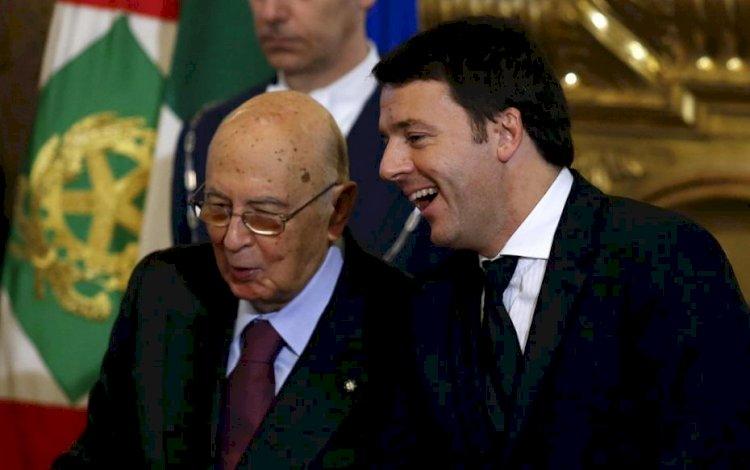 Renzi, Napolitano e i commossi abbracci che seppelliscono la verità