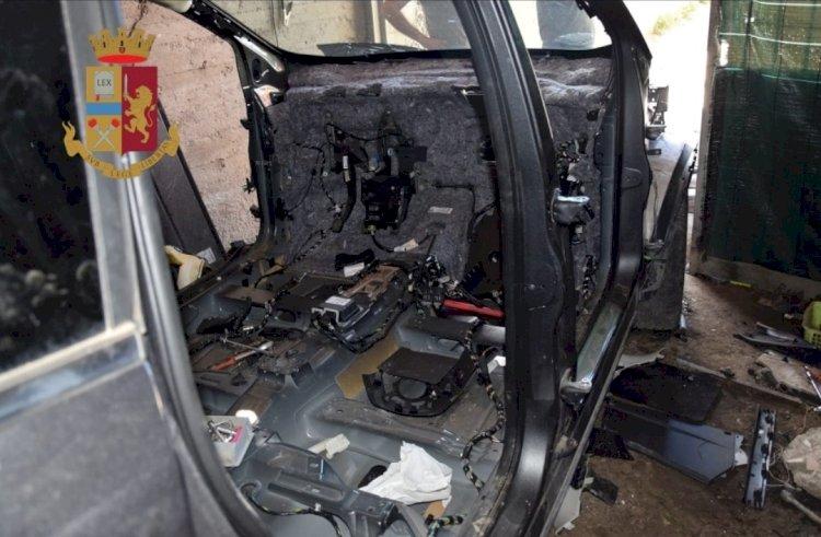 Polizia scopre deposito di auto rubate