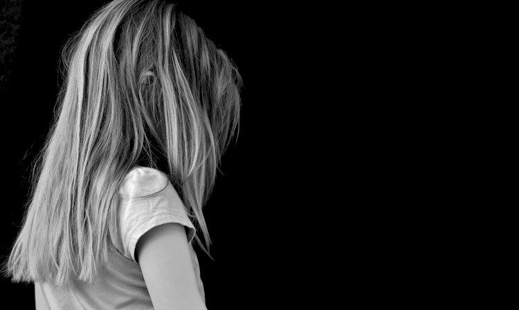 Padre abusa sessualmente delle figlie: arrestato