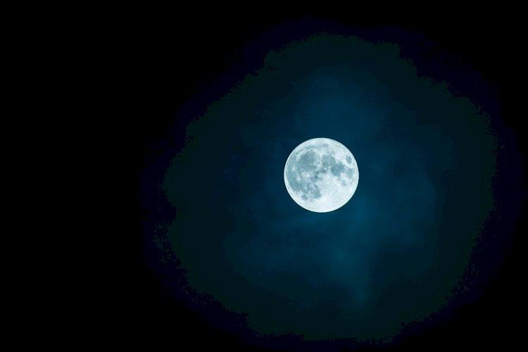 Guardo la luna