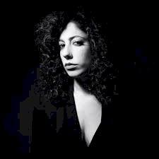 Simona Severini presenta il nuovo singolo «Ipotesi»
