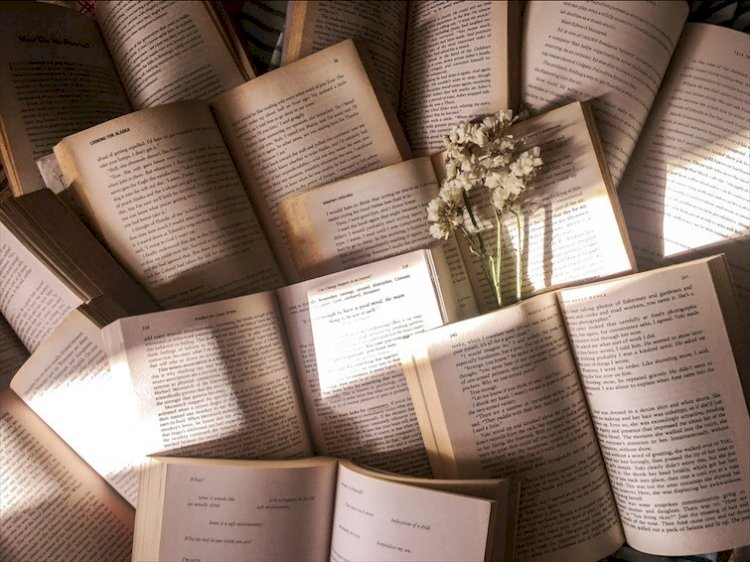 Ultime novità editoriali: tornano in libreria Javier Marìas, Annie Ernaux e Kurt Vonnegut