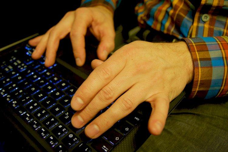 Un soggetto agli arresti domiciliari può utilizzare Facebook?