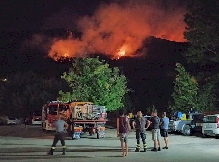 Incendi in Abruzzo, «interessi forti ed esterni hanno portato ad accendere i fuochi»