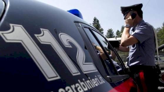 Ladro sorpreso dai Carabinieri mentre fugge con la refurtiva