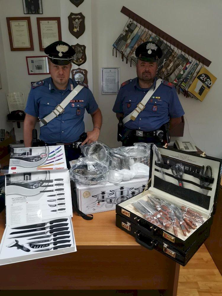 Vende pentole e coltelli rubati: intervengono i Carabinieri