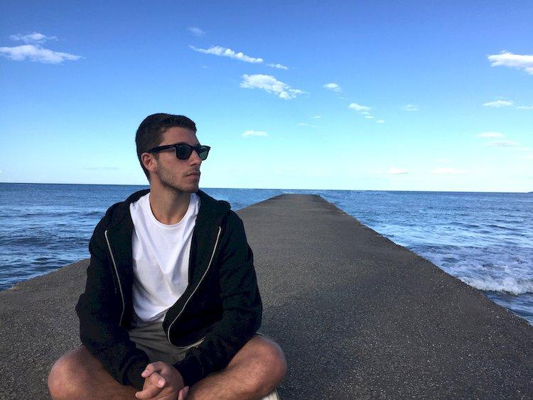 Il cantautore stabiese Nicola Russo pubblica il debut album «Error404:Heart Not Found»