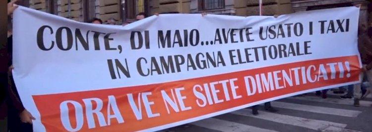 Manifestazione dei tassisti a Roma davanti al ministero dello Sviluppo economico