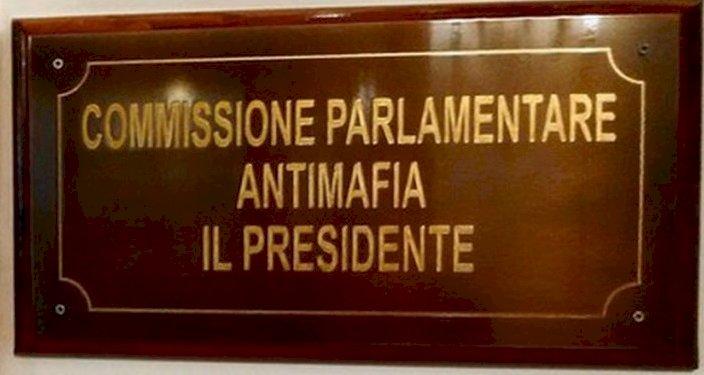 Lettera aperta ai politici italiani che si strappano facilmente le vesti