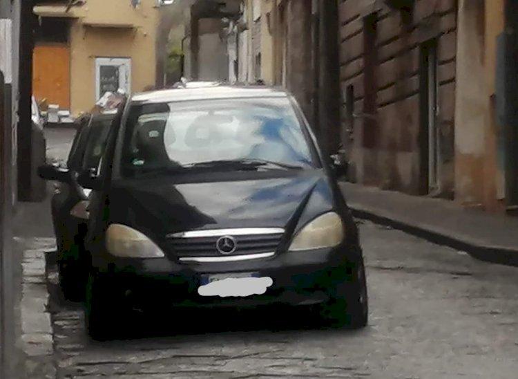 La Mercedes senza copertura assicurativa che circola indisturbata per Somma Vesuviana