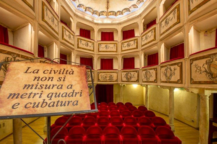 Il teatro più piccolo del mondo si trova in Umbria