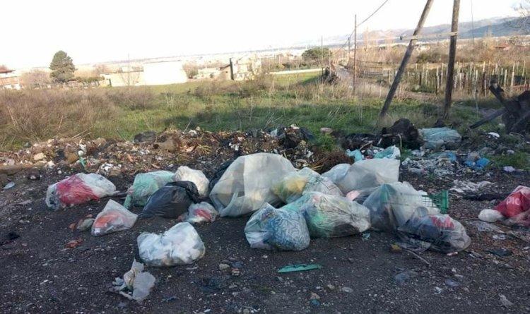 Somma Vesuviana: sempre più discarica a cielo aperto. Il sindaco individua i rifiuti ma non li rimuove
