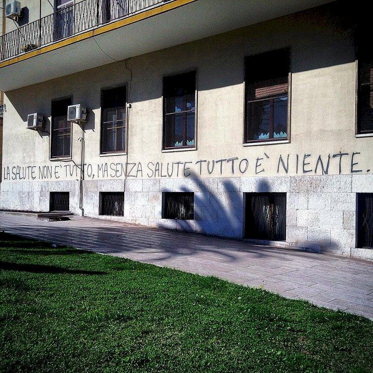 I veleni di Taranto. «I governi italiani con i loro decreti ci hanno condannato a morte»