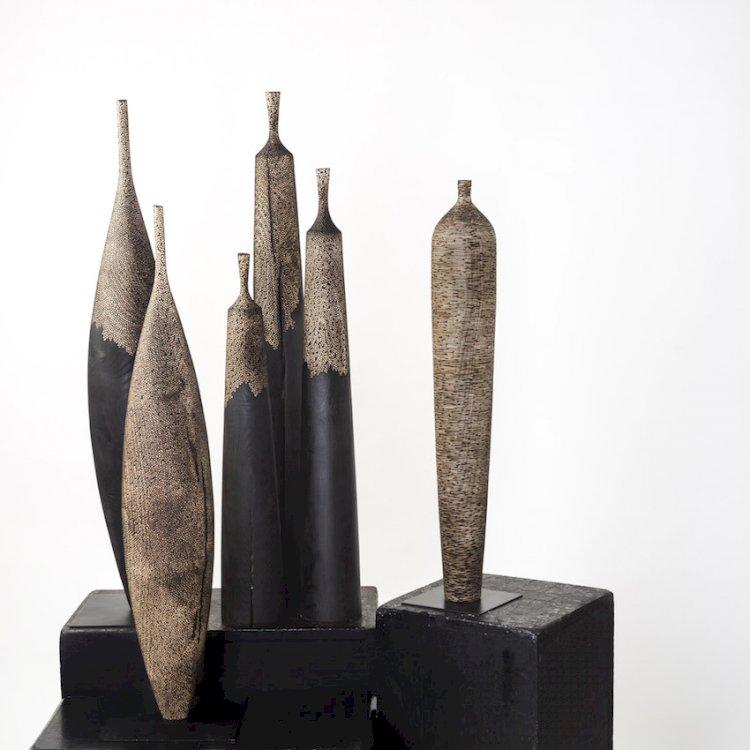 Riccardo Masini debutta in una mostra personale con le sue sculture in legno