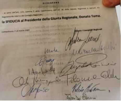 Mozione di sfiducia, 11 firme per mandare a casa Toma