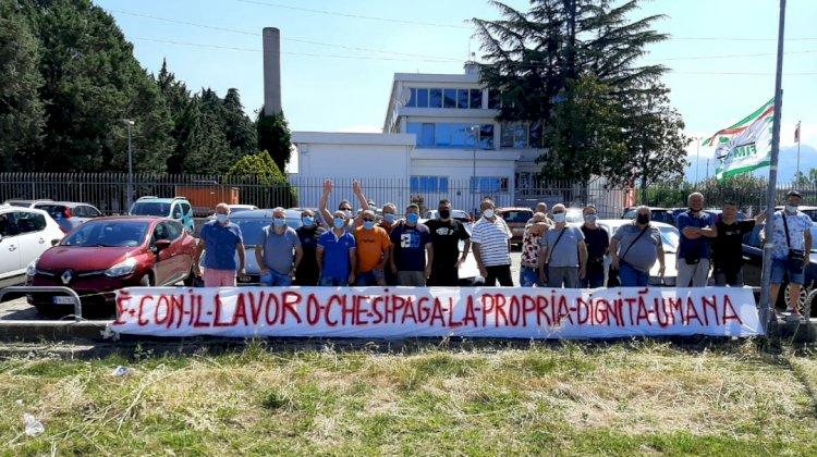 I lavoratori della Sanmarco continuano la loro lotta per la difesa del posto di lavoro