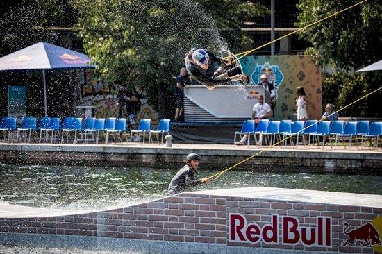 Red Bull Wake the City incanta la Darsena di Milano