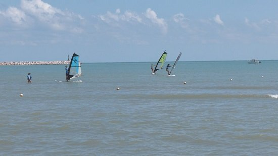 Un 'mare di sport': in 40 in spiaggia 'oltre ogni limite'